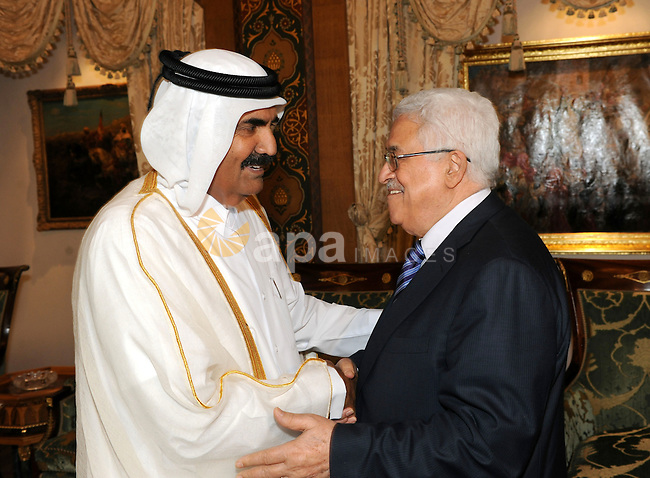 Palestinian President Mahmoud Abbas (Abu Mazen) meets with Qatari Emir Sheikh Hamad bin Khalifa Al Thani in Doha on Aug. 23, 2011. Photo by Thaer Ganaim