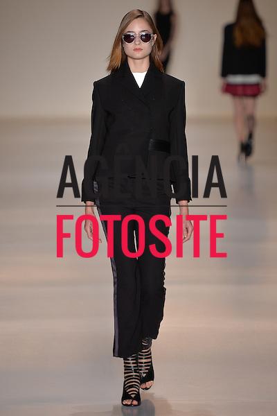 Gloria Coelho<br /> <br /> S&atilde;o Paulo Fashion Week- Ver&atilde;o 2016<br /> Abril/2015<br /> <br /> foto: Ze Takahashi/ Ag&ecirc;ncia Fotosite