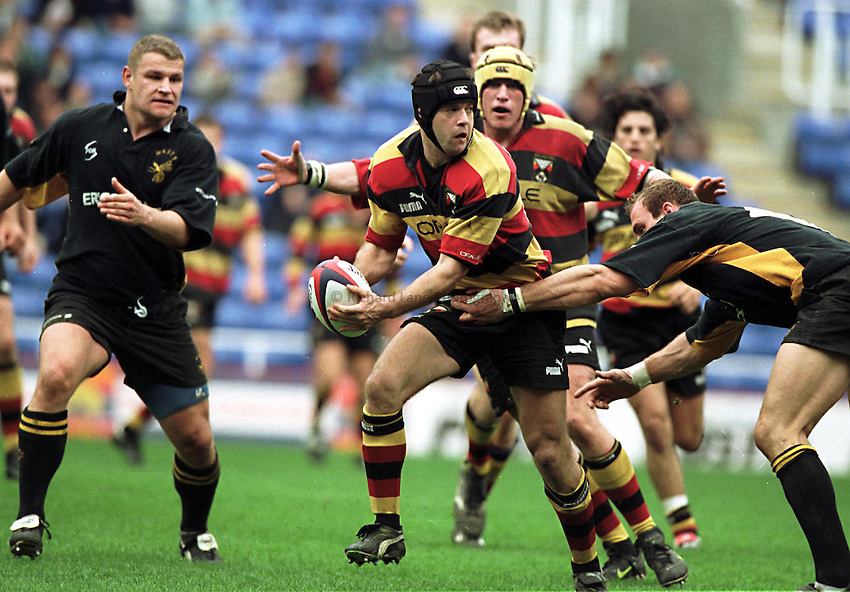 Photo. Richard Lane. .Richmond v Wasps. 25/4/99..Rich Butland looks for support as Lawrence Dallaglio tackles.