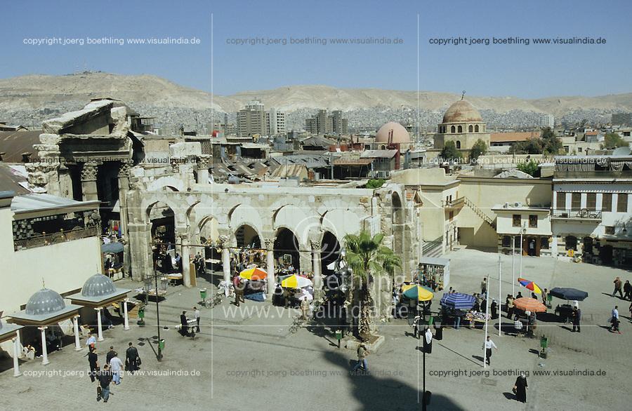SYRIA Damascus, old city with roman arc and souk / SYRIEN Damaskus Damascus, Stadtzentrum Blick von Omayad Moschee auf roemischen Torbogen und Altstadt mit ihren Souks
