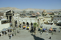 SYRIA Damascus, old city with roman arc and souk / SYRIEN Damaskus Damascus, Stadtzentrum Blick von Omayad Moschee auf roemischen Torbogen und Altstadt mit ihren Souks