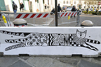 - Milano, dicembre 2016, l'arte di strada ai tempi del terrorismo: le barriere di cemento poste a protezione di alcuni punti del centro cittadino dopo l'attentato di Berlino sono state prontamente reinterpretate da writers e graffitari, che vi hanno dipinto le loro opere.<br />