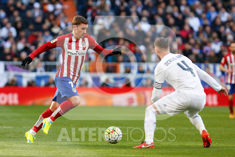 Atletico de Madrid´s Antoine Griezmann during 2015/16 La Liga match between Real Madrid and Atletico de Madrid at Santiago Bernabeu stadium in Madrid, Spain. February 27, 2016. (ALTERPHOTOS/Victor Blanco)
