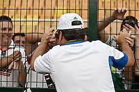 SÃO PAULO,SP,16-11-2013 - CAMPEONATO BRASILEIRO SÉRIE B - PALMEIRAS x BOA ESPORTE - Gilson Kleina tecnico  do Palmeiras comemora titulo com torcedores apos  partida entre Palmeiras x Boa Esporte em jogo válido pela 36º rodada do campeonato brasileiro série B no estádio Paulo Machado de Carvalho (Pacaembu) na tarde deste sabado (16).(Foto Ale Vianna/Brazil Photo Press).