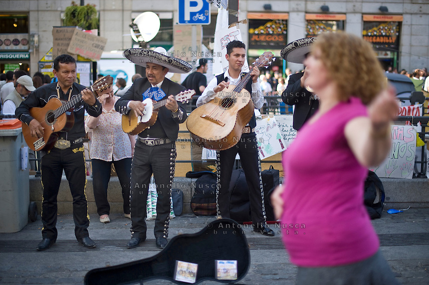 Los Indignados, the Spanish youth movement, continue demonstrating against unemployment and mainstream politics. three days after Spanish regional and local elections .///A Mexican band plaing in Plaza del Sol