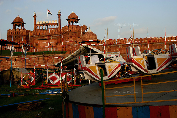 28.09.2008 Delhi(Haryana)<br /> <br /> View of a fair ground and the Red Fort .<br /> <br /> Vue d'une foire et du Red Fort.