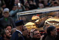 La teca contenente le spoglie di San Pio arriva in Piazza San Pietro, Citta' del Vaticano, 5 febbraio 2016.<br /> The box containing the corpse of Saint Pio da Pietralcina is carried in St. Peter's Square at the Vatican, 5 February 2016.<br /> UPDATE IMAGES PRESS/Riccardo De Luca<br /> <br /> STRICTLY ONLY FOR EDITORIAL USE