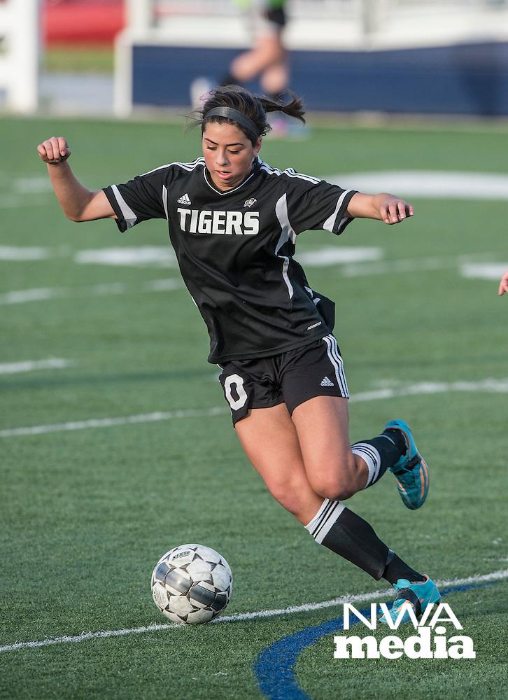 NWA Democrat-Gazette/ANTHONY REYES • @NWATONYR<br /> Gia Diaz, Bentonville senior, passes the ball against Springdale Har-Ber Tuesday, May 5, 2015 at Wildcat Stadium in Springdale.