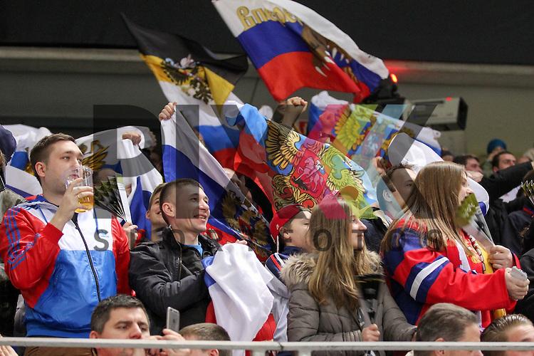Russland Fans jubeln im Spiel IIHF WC15 Germany - Russia.<br /> <br /> Foto &copy; P-I-X.org *** Foto ist honorarpflichtig! *** Auf Anfrage in hoeherer Qualitaet/Aufloesung. Belegexemplar erbeten. Veroeffentlichung ausschliesslich fuer journalistisch-publizistische Zwecke. For editorial use only.