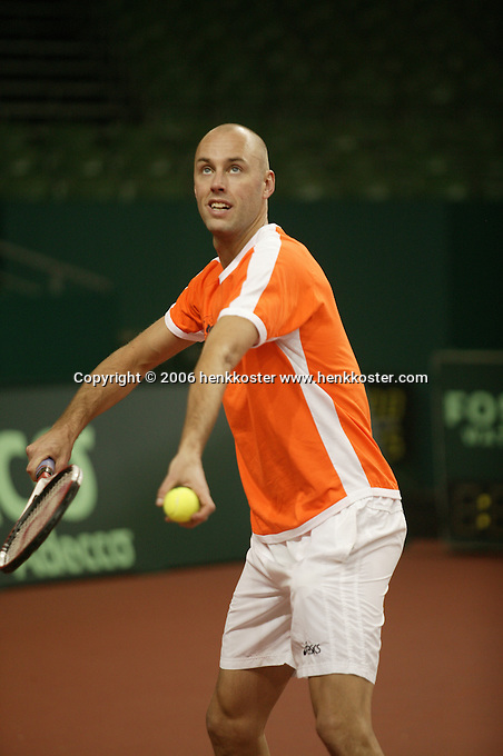 7-2-06, Netherlands, Amsterdam, Daviscup, first round, Netherlands-Russia, training ,Peter Wessels