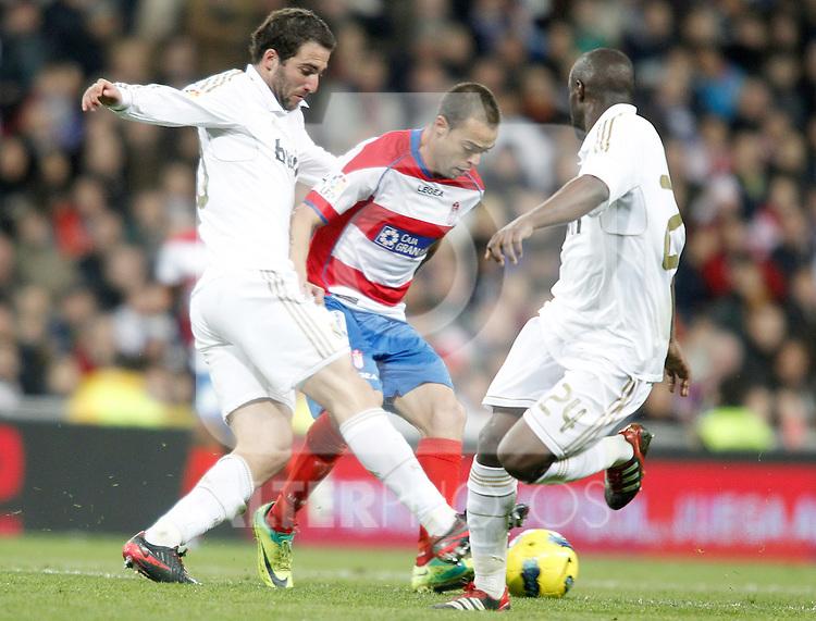 Real Madrid's Gonzalo Higuain against Granada's Dani Benitez during La Liga Match. January 07, 2012. (ALTERPHOTOS/Alvaro Hernandez)