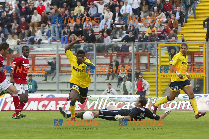 Perugia 11/4/2004 Campionato Italiano Serie A <br /> 29a Giornata - Matchday 29 <br /> Perugia Inter 2-3 <br /> Obafeme Martins (Inter) segna il gol della vittoria per l'Inter 2-3<br /> Obafeme Martins scores goal of 2-3 for Inter<br /> Foto Andrea Staccioli Insidefoto