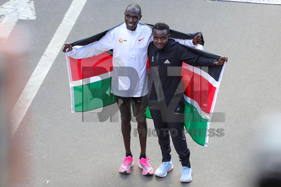 Nova York (EUA), 03/11/2019 - Maratona de Nova York -  Os primeiros colocados Joyciline Jepkosgei, do Quênia, e Geoffrey Kamworor, do Quênia, posam durante a Maratona do TCS New York City 2019 em Nova York, em 3 de novembro de 2019. (Foto: William Volcov/Brazil Photo Press)