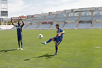 Getafe's new players Bernard Mensah (l) and Victor Rodriguez during their official presentation. August 5, 2014. (ALTERPHOTOS/Acero)