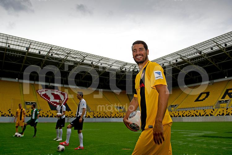 Fussball, 2. Bundesliga, Saison 2013/14, SG Dynamo Dresden, Vorstellung der neuen Trikots, Montag (24.06.2013).  Dresdens Cristian Fiel.