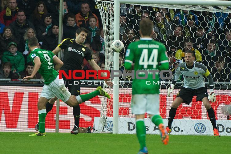 08.02.2014, Weser Stadion, Bremen, GER, 1.FBL, Werder Bremen vs Borussia Dortmund, im Bild<br /> Franco Di Santo (Bremen #9)<br /> Sokratis (Dortmund #25)<br /> #wb66#<br /> Roman Weidenfeller (Dortmund #1)<br /> <br /> <br /> Foto &copy; nordphoto / Kokenge