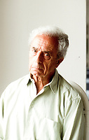 Michelangelo Antonioni, Writer: Blowup. Michelangelo Antonioni was born in 1912 into a middle-class family and grew up in bourgeois surroundings of the Italian province. Taormina (Palermo) agosto 1994. Festival derl cinema Internazionale. © Leonardo Cendamo