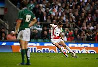 Photo: Richard Lane/Richard Lane Photography. .England v Ireland. RBS Six Nations. 15/03/2008. England's Danny Cipriani kicks.