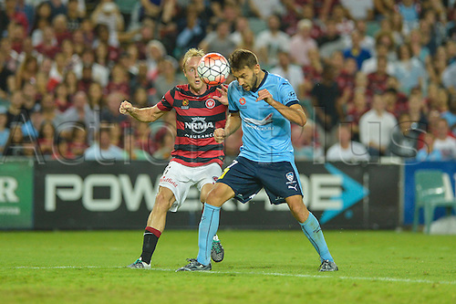 20.02.2016. Allianz Stadium, Sydney, Australia. Hyundai A-League. Sydney FC versus Western Sydney Wanderers. Sydney midfielder Milos Ninkovic and Wanderers midfielder Mitch Nichols challenge for the header. The game ended in a 1-1 draw.