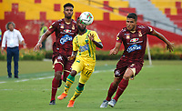 BUCARAMANGA-COLOMBIA ,21 -08-2019.Yuber Asprilla jugador del  Atlético Bucaramanga disputa el balón contra Larry Vásquezjugador del Deportes Tolima durante partido por la fecha 7 de la Liga Águila II 2019 jugado en el estadio Alfonso López de la ciudad de Bucaramanga./Yuber Asprilla player of Atletico Bucaramanga fights the ball agaisnt of Larry Vasquez player of  Deportes Tolima during the match for the date 7 of the Aguila League II 2019 played at Alfonso Lopez  stadium in Bucaramanga city. Photo: VizzorImage/ Oscar Martínez / Contribuidor