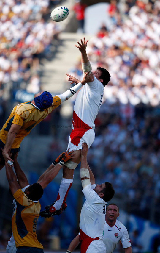 Photo: Richard Lane/Richard Lane Photography..Australia v England. Quarter Final, IRB Rugby World Cup, RWC 2007. 06/10/2007. .England's Martin Corry wins a lineout.