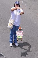 MEDELLÍN –COLOMBIA, 01-04-2013.  Una mujer muestra un cartel pidiendo empleo mejor remunerado durante la conmemoración del Día Internacional del Trabajo en las calles de la ciudad de Medellín./ A woman shows a poster asking for a fair wage during  International Work Day commemoration at Medellin streets.  Photo:  VizzorImage /Luis Ríos/Str