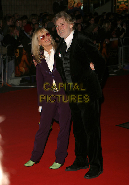 "TWIGGY & LEIGH LAWSON.""Casanova"" - UK film premiere at Vue Cinema West End, London, UK..February 13th, 2006.Ref: AH.full length black suit green shoes.www.capitalpictures.com.sales@capitalpictures.com.© Capital Pictures."