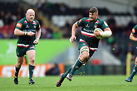 Mike Williams of Leicester Tigers goes on the attack. Aviva Premiership match, between Leicester Tigers and Gloucester Rugby on September 16, 2017 at Welford Road in Leicester, England. Photo by: Patrick Khachfe / JMP