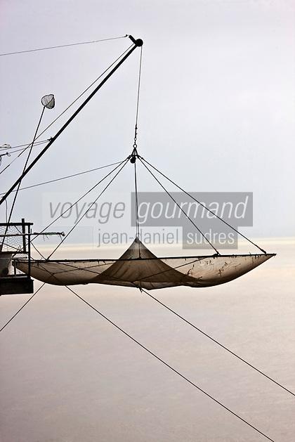 Europe/France/Aquitaine/33/Médoc/Env de Saint-Estephe: Carrelets sur l' Estuaire de la Gironde