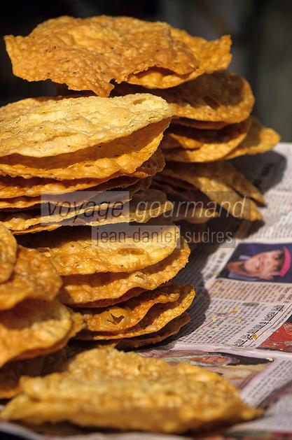 "Asie/Inde/Rajasthan/Jaipur: Indra Market - Détail étal de naans ""popadum"""