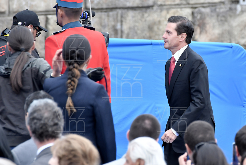 BOGOTÁ - COLOMBIA, 07-08-2018: Enrique Peña Nieto, presidente de Mexico, durante la ceremonia de juramento en donde Ivan Duque, toma posesión como presidente de la República de Colombia para el período constitucional 2018 - 22 en la Plaza Bolívar el 7 de agosto de 2018 en Bogotá, Colombia. / Enrique Peña Nieto, president of Mexico,  during the swearing ceremony where Ivan Duque, takes office to constitutional term as president of the Republic of Colombia 2018 - 22 at Plaza Bolivar on August 7, 2018 in Bogota, Colombia. Photo: VizzorImage/ Gabriel Aponte / Staff