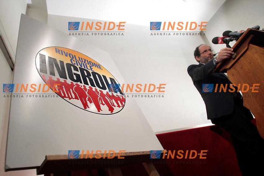 Antonio Ingroia con il simbolo.Roma 29/12/2012 Presentazione del movimento, lista 'Rivoluzione Civile'..Photo Samantha Zucchi Insidefoto