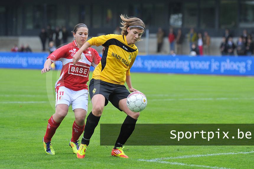 Bekerfinale 2012 : WD Lierse SK - Standard Femina :.Evelien Stoffels aan de bal voor Vanity Lewerissa.foto David Catry / Joke Vuylsteke / Vrouwenteam.be