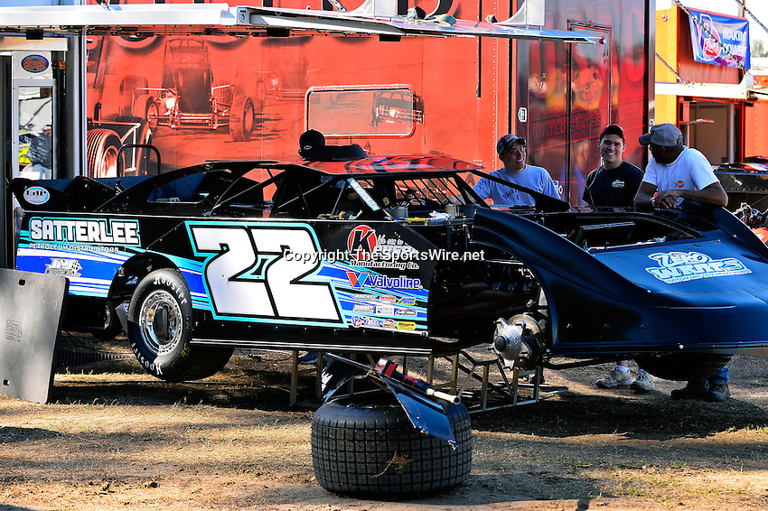 Feb 16, 2014; 3:21:37 PM; Ocala, FL., USA; The Third Annual Bubba Army Winter Nationals World Of Outlaws Super Late Models paying $12,000 to win at Bubba RaceWay Park.  Mandatory Credit: (thesportswire.net)