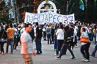 SÃO PAULO,SP,21 JUNHO 2013 - PROTESTO MELHORIA LINHA VERMELHA METRO - Manifestantes  realizam protesto na  Pça Sivio Romero no Tatuapé zona leste em São Paulo, no final da tarde desta sexta- feira (21) contra a PEC 37 e eles pedem melhorias na linha vermelha do metrô que liga Corinthians Itaquera até a Palmeiras Barra Funda  .FOTO ALE VIANNA - BRAZIL PHOTO PRESS
