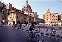 Mantova, Piazza delle Erbe, la cupola della basilica di Sant'Andrea e a destra Palazzo del Broletto.<br /> Mantua, Piazza delle Erbe, the dome of the basilica of St. Andrea and on the right Broletto Palace.