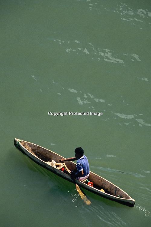 Rio Dulce; Guetemala; native; Maya; Dugout canoe; Daily life; Maya Route