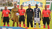 TUNJA - COLOMBIA, 05-08-2018: Camilo Vargas (Cap) del Cali, Bismarks Elias Santiago Pitalua (con el balón), árbitro, y Oscar Balanta (Cap) del Chicó posan para una foto previo al encuentro entre Boyacá Chicó FC y Deportivo Cali por la fecha 3 Liga Águila II 2018 realizado en el estadio La Independencia en Tunja. / Camilo Vargas (Cap) del Cali, Bismarks Elias Santiago Pitalua (with the ball), referee, and Oscar Balanta (Cap) pose to a photo prior a match between Boyaca Chico FC and Deportivo Cali for the date 3 of Aguila League II 2018 played at La Independencia stadium in Tunja. Photo: VizzorImage / Jose Miguel Palencia / Cont