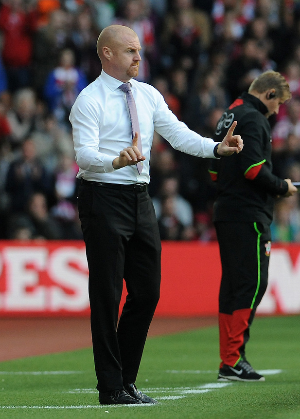 Burnley manager Sean Dyche gives instructions from the technical area <br /> <br /> Photographer Ian Cook/CameraSport<br /> <br /> The Premier League - Southampton v Burnley - Sunday 16th October 2016 - St Mary's Stadium - Southampton<br /> <br /> World Copyright &copy; 2016 CameraSport. All rights reserved. 43 Linden Ave. Countesthorpe. Leicester. England. LE8 5PG - Tel: +44 (0) 116 277 4147 - admin@camerasport.com - www.camerasport.com