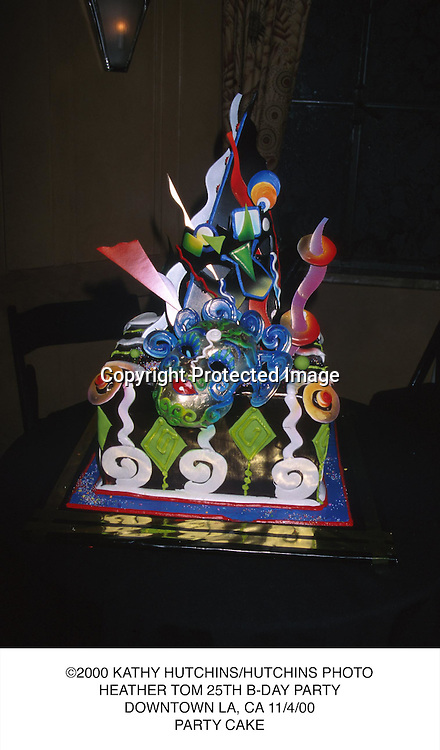©2000 KATHY HUTCHINS/HUTCHINS PHOTO.HEATHER TOM 25TH B-DAY PARTY.DOWNTOWN LA, CA 11/4/00.PARTY CAKE