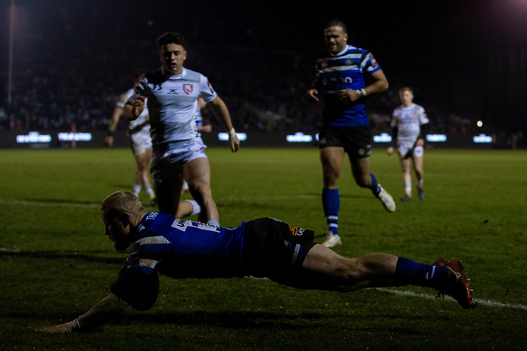 Bath Rugby's Tom Homer scores a try for Bath<br /> <br /> Photographer Bob Bradford/CameraSport<br /> <br /> Gallagher Premiership - Bath Rugby v Gloucester Rugby - Monday 4th February 2019 - The Recreation Ground - Bath<br /> <br /> World Copyright &copy; 2019 CameraSport. All rights reserved. 43 Linden Ave. Countesthorpe. Leicester. England. LE8 5PG - Tel: +44 (0) 116 277 4147 - admin@camerasport.com - www.camerasport.com
