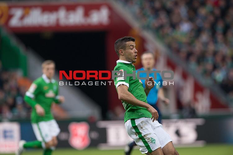 04.04.2015, Weser Stadion, Bremen, GER, 1.FBL. Werder Bremen vs 1. FSV Mainz 05, im Bild<br /> <br /> <br /> Franco Di Santo (Bremen #9)<br /> <br /> Zillertal BAnde<br /> <br /> <br /> <br /> Foto &copy; nordphoto / Kokenge