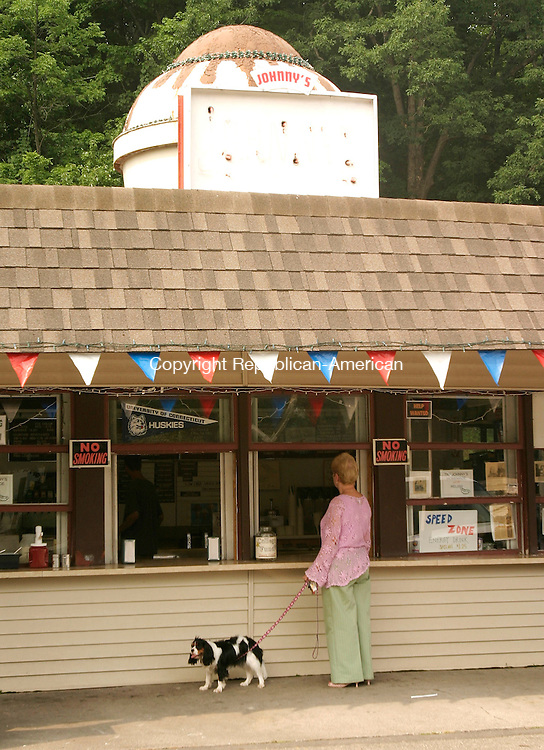OXFORD, CT - 19 JULY 2005 -071905JS03--A customer waits for her order at the take-out window at Johnny's in Middlebury on Tuesday. --Jim Shannon Photo--Johnny's; Middlebury,  are CQ