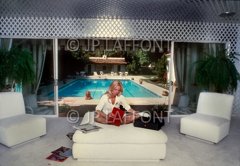 March 1980. Los Angeles, California, USA. French singer Sylvie Vartan at her house in Los Angeles.