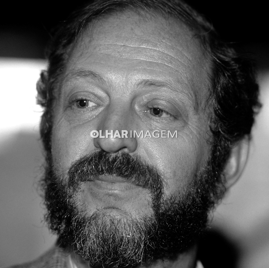 Personalidade. Escritor Moacyr Scliar. SP. 1985. Foto de Juca Martins.