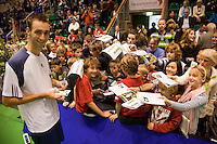 18-12-10, Tennis, Rotterdam, Reaal Tennis Masters 2010, Thomas Schoorel deelt handtekeningen uit
