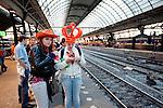 Amsterdam, 30 april 2011.Koninginnedag op en rond Amsterdam Centraal Station: feestvierders wachten op een trein naar huis..Foto Felix Kalkman