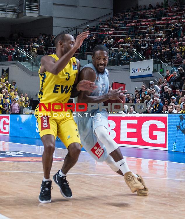 10.02.2019, &Ouml;VB Arena, Bremen, GER, easy Credit-BBL, Eisb&auml;ren Bremerhaven vs EWE Baskets Oldenburg, im Bild<br /> dicht am Gegner..<br /> Durrell SUMMERS ( Eisb&auml;ren Bremerhaven #33 )<br /> Will CUMMINGS (EWE Baskets Oldenburg #3 )<br /> Foto &copy; nordphoto / Rojahn