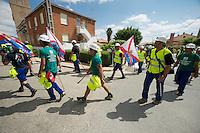 """Bergarbeiterstreik in Spanien.<br />Am 5. Juli 2012 erreichten 200 Bergarbeiter mit dem """"Marcha Negra"""" (der Schwarze Marsch) nach 14 Tagen und 381,7 Kilometer Marsch die Ortschaft Sanchidrian in der Provinz Avila. Am 11. Juli 2012 wollen die Mineros in Madrid eintreffen und vor das Wirtschaftsministerium gehen.<br />Mit dem Marcha Nagra und dem seit Mai andauernden Streik der Mineros soll die Regierung gezwungen werden, die Kuerzung von 64% der Bergbaufoerderung zurueck zu nehmen. Die Kuerzung bedeutet das Aus fuer den spanischen Bergbau und tausende Bergarbeiter sind von Arbeitslosigkeit bedroht.<br />Im Bild:<br />5.7.2012, Sanchidrian/Spanien<br />Copyright: Christian-Ditsch.de<br />[Inhaltsveraendernde Manipulation des Fotos nur nach ausdruecklicher Genehmigung des Fotografen. Vereinbarungen ueber Abtretung von Persoenlichkeitsrechten/Model Release der abgebildeten Person/Personen liegen nicht vor. NO MODEL RELEASE! Don't publish without copyright Christian-Ditsch.de, Veroeffentlichung nur mit Fotografennennung, sowie gegen Honorar, MwSt. und Beleg. Konto:, I N G - D i B a, IBAN DE58500105175400192269, BIC INGDDEFFXXX, Kontakt: post@christian-ditsch.de.<br />Urhebervermerk wird gemaess Paragraph 13 UHG verlangt.]"""