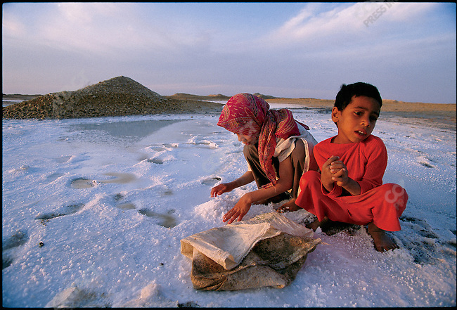 Naheed and Hussein Saboee collect salt to sell to bakers. Khuzestan Province, Iran, April 1998